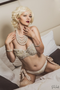 Model: Kitty Mortensen // Designer: Laced Creations // Location: Park Suite, Hellerup Park Hotel